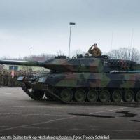 Duitse tanks rollen Nederland binnen